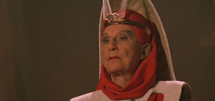 Dame Judy Anderson als T'Lar - Bild: Paramount