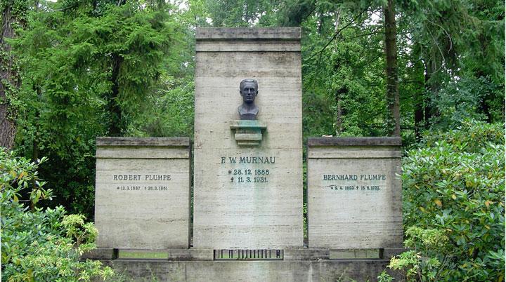 Das Grab Friedrich Wilhelm Murnaus - Bild: A.Savin - CC-BY-SA 3.0